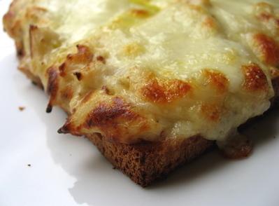 tartine gratinée au chou-fleur et au fromage -- Cliquez pour voir l'image en entier